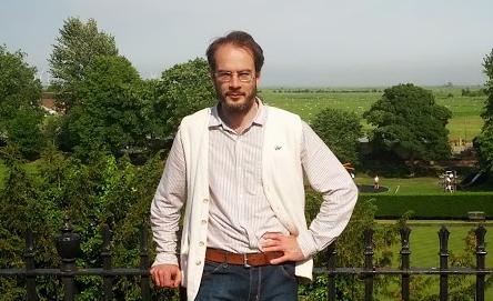 Dr Tom Licence