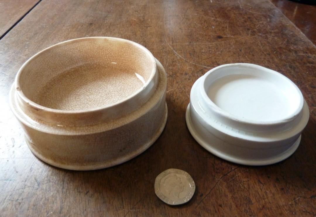 Pots for pastes/ cosmetics