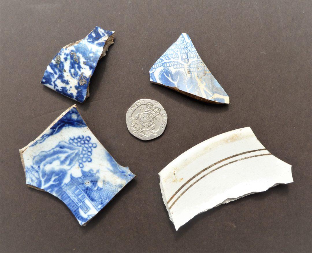 Fragments of tableware